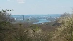 Der Rhein :) nach der Kurve rechts wohne ich dann